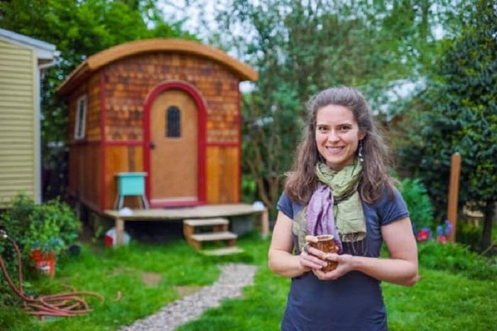 Lina Menard's Lucky Penny Tiny House Looks Like a Fairytale Caravan!