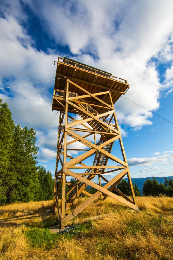Fire lookout tiny house you ve never seen a tiny house or for The lookout tiny house