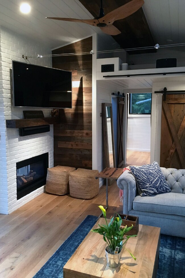 Tiny House in Hawaii by Tiny Heirloom Has a Surprisingly Cozy Inside