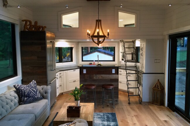 Tiny House In Hawaii By Heirloom Has A Surprisingly Cozy Inside