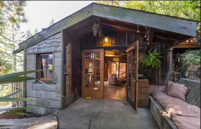 This carriage house seems too little for luxury but wait for Luxury rustic homes