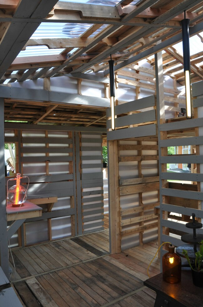 From Recycled Wood Pallets to Tiny Houses - Genius Homeless/Refugee Shelter Solution {Ikea Style Plans}