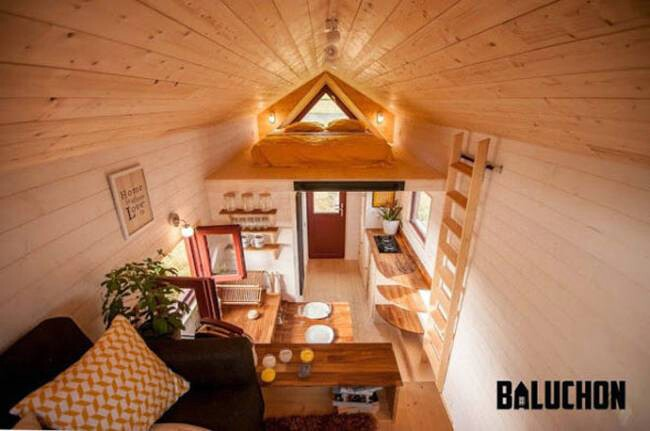 baluchon s incredibly cozy tiny house features a warm and. Black Bedroom Furniture Sets. Home Design Ideas