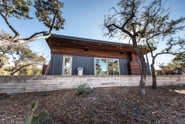 Weekend Retreat Out of Shipping Containers