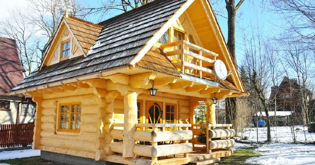 lovely 296sf handmade tiny log house by the little log. Black Bedroom Furniture Sets. Home Design Ideas