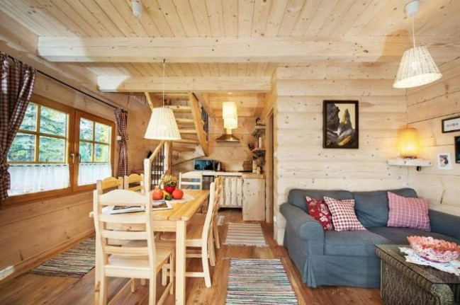 Lovely 296sf handmade tiny log house by the little log for Piani di log cabin lodge