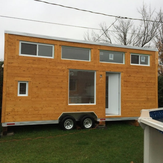 Cozy canadian tiny house up for sale in quebec tiny houses for Homes up for auction