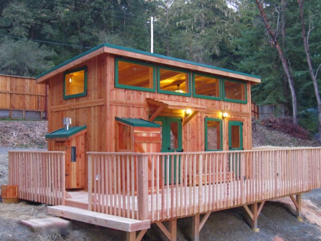 Check out the deck on the hunter green cabin by molecule for Cabins near hunter mountain