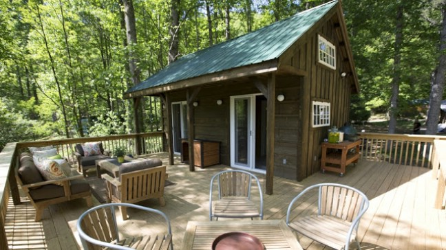 Book Your Next Vacation at the River Escape Tiny House in Erwin