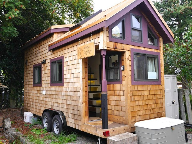 Rent pocket mansion s maiden mansion and give tiny for Tiny house mansion