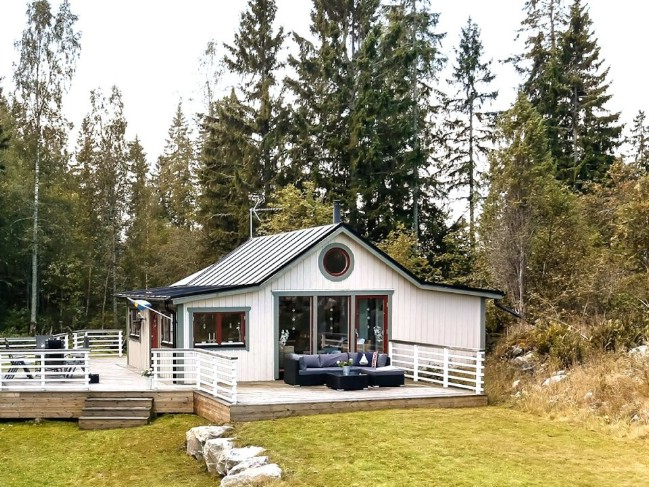 1930's Cottage in Sweden Modernized and Expanded to 592sf Tiny House