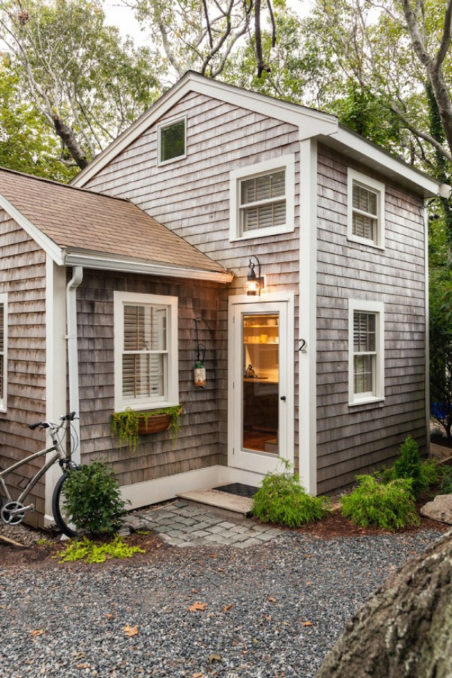Tiny cape cod cottage packs luxury into small 350sf for Small footprint cabin