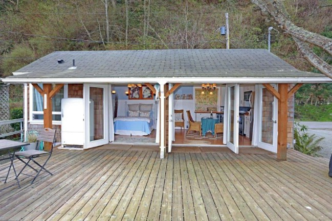 1940's Fisher's Cabin on Tyee Beach in Washington Receives Major Renovation