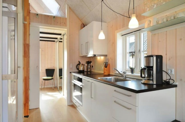 You Have Plenty Of Room For Storage In This Kitchen With Both Cabinets And  Drawers Available.
