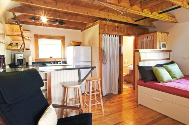 Experience Tiny Living by Rentin this Cozy Tiny Cottage in Camden