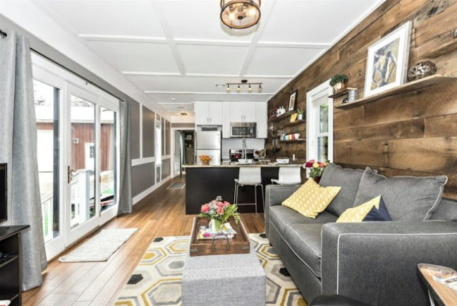 Spacious And Rustic 420sf Dreamwood Tiny House For Sale