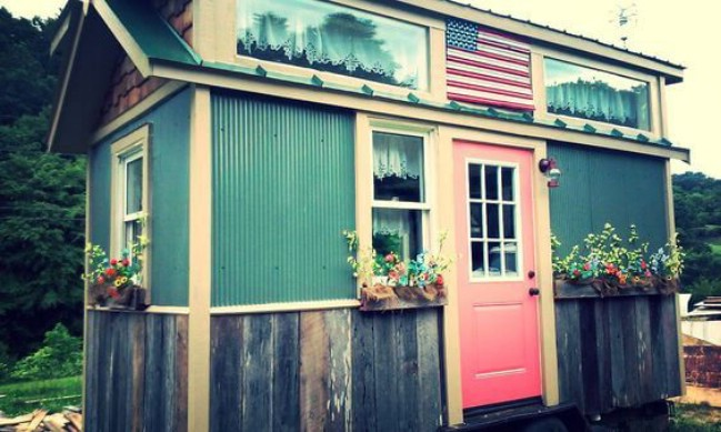 Americana perfection achieved in 128sf tiny house by incredible tiny homes in tennessee tiny - Theusd tiny house freedom onsquare feet ...