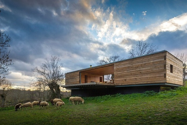 Modern Wooden Tiny House Retreat in Spain