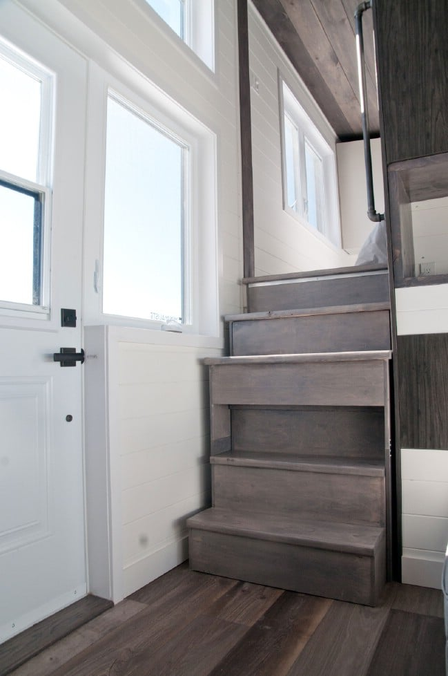 The 420 square foot sakura tiny house on wheels by for Tiny house minimalist