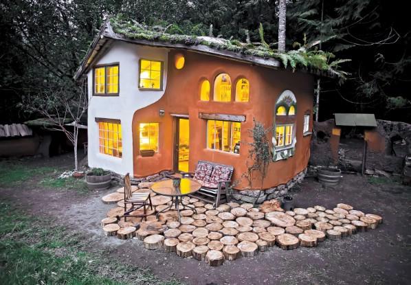 Quaint Stucco Cottage