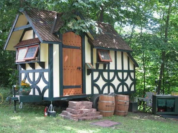 These 35 enchanting tiny houses look just like real life for Small tudor homes