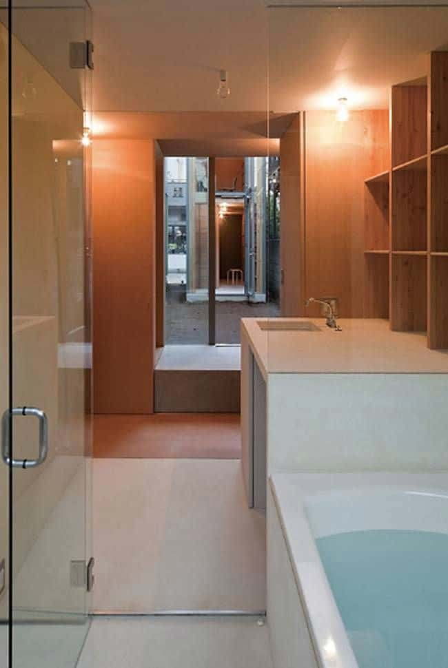 Tokyo Architect Designs House to Work Around Strict Zoning Regulations