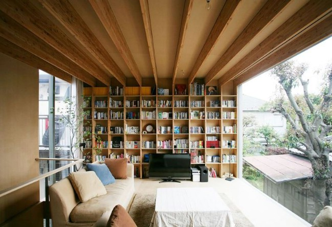 Tokyo Architect Designs House to Work Around Strict Zoning Regulations