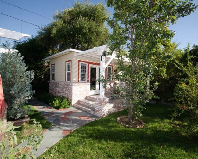 Check Out this Gorgeous and Tiny Backyard Retreat in Los Angeles