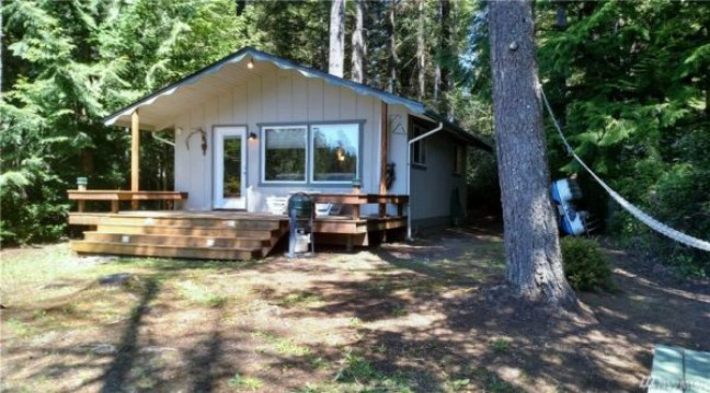 Buy this 480 square foot tiny house on the water in tahuya for Small house builders washington state