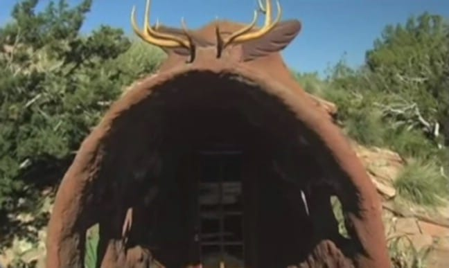 Professional Survivalist Builds Off-Grid Earthen Tiny House in Northern Arizona