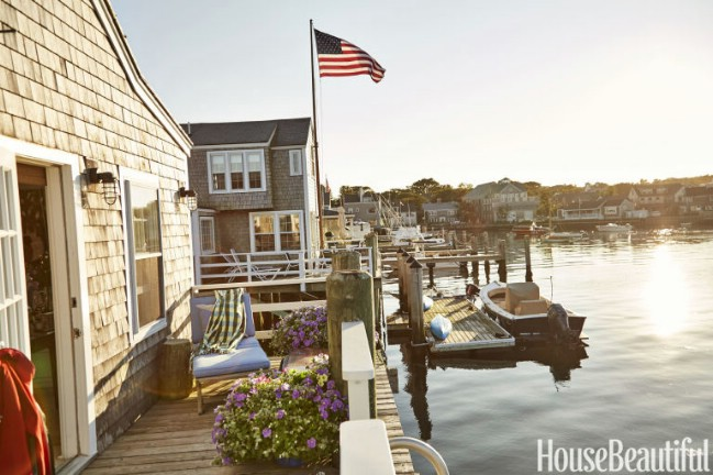 Nantucket Tiny House Captures the Love of Boating on a Beautiful Coastline