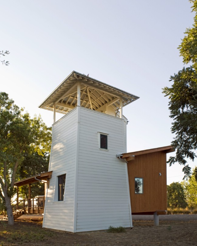 Yolo tiny house in sacramento valley gets inspiration from for Tower home plans