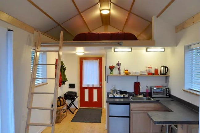 Tiny House with 300 Square Feet in Homer, Alaska is Open to Visitors
