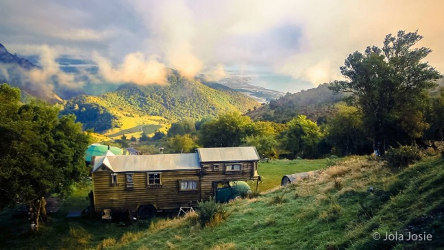 Luane Brauner's Rustic Housetruck in New Zealand's Clouds