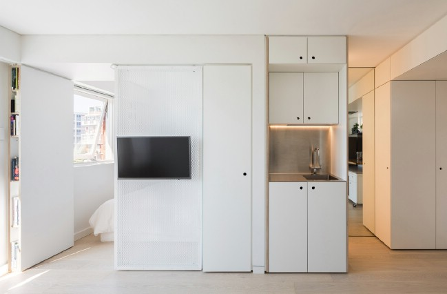 The XS – SML 24 Square Meters Is a Tiny Apartment Organized with Japanese Techniques