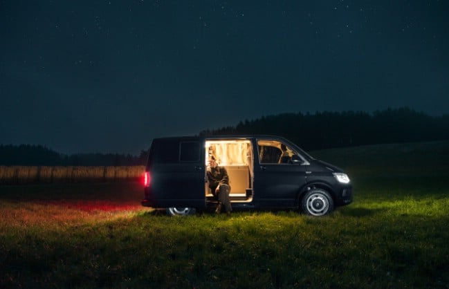 This Tiny Bus is a Minimalistic Modern Tiny Adventure House