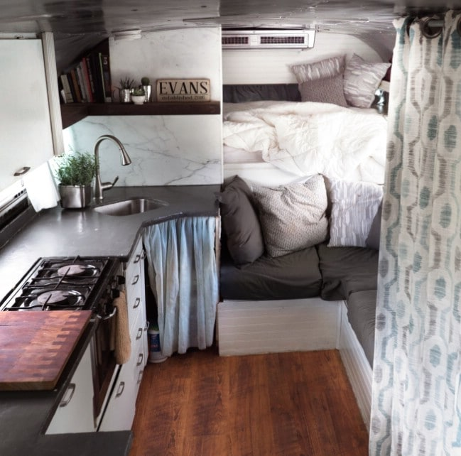 Adventure-Seeking Couple Builds Their Own Tiny House in Hawaii