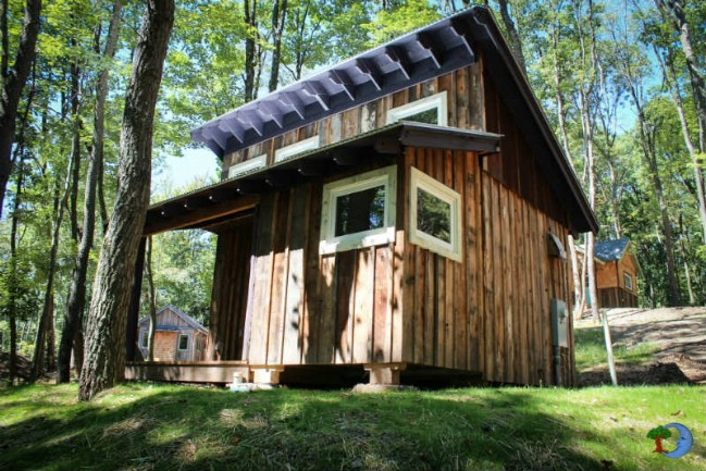 Stay in Funkomatik 513, a Cute Tiny Cabin with a Funky Purple Door