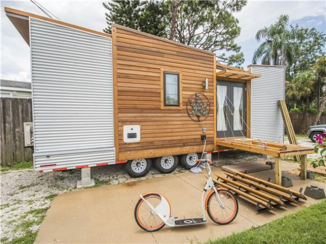 "Stay in the 220-Square-Foot ""Dragonfly"" in Sarasota, FL"