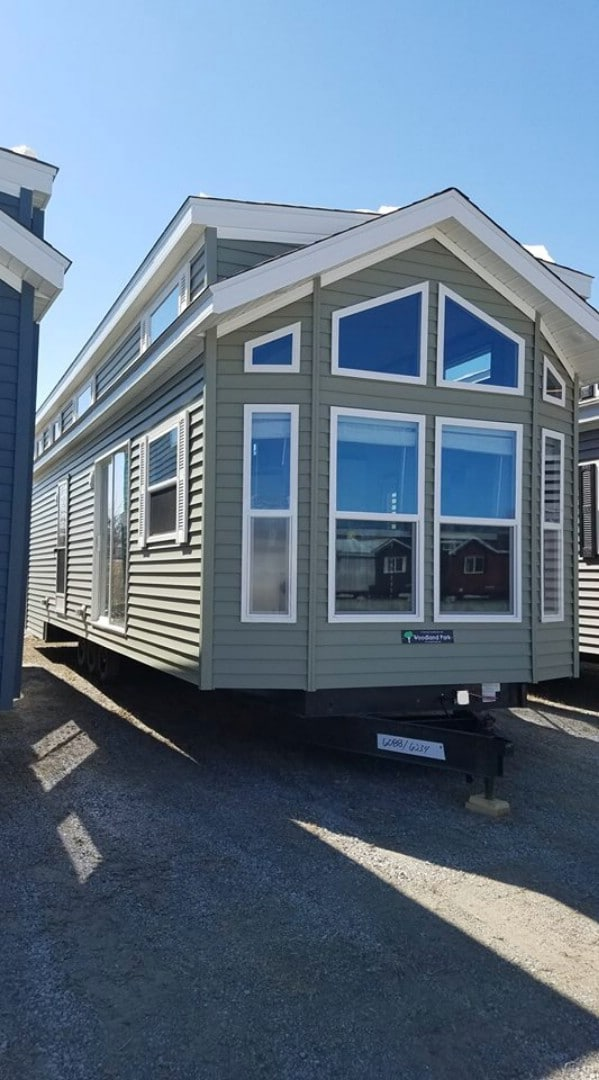 Eye-Catching Windows Make This Tiny House a Stunning Abode