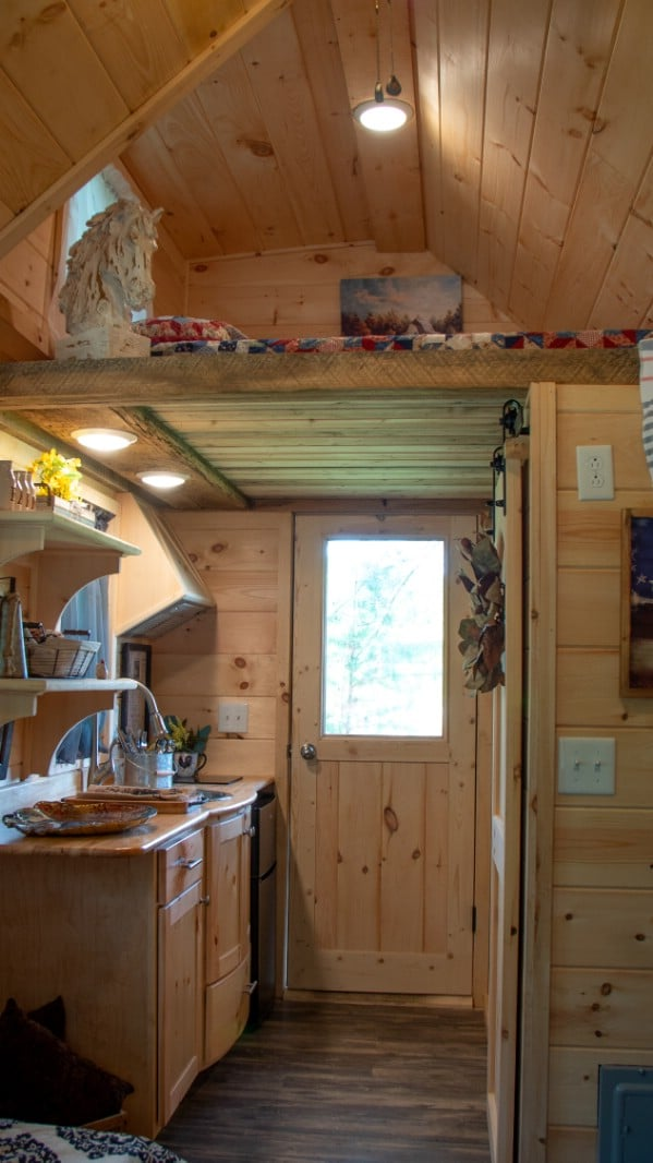 The Best Little Hen House is an Adorable Tiny House Measuring 8′ x 16′