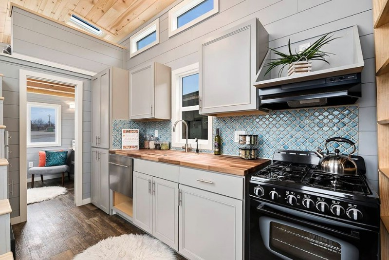 This 28' Tiny House from Tiny Idahomes is the Light-Drenched Haven of Your Dreams