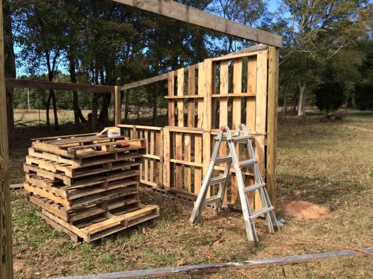 Framing pallet house
