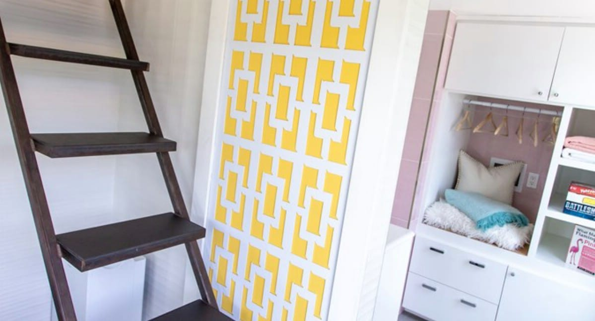 Bathroom door with yellow and white lattice