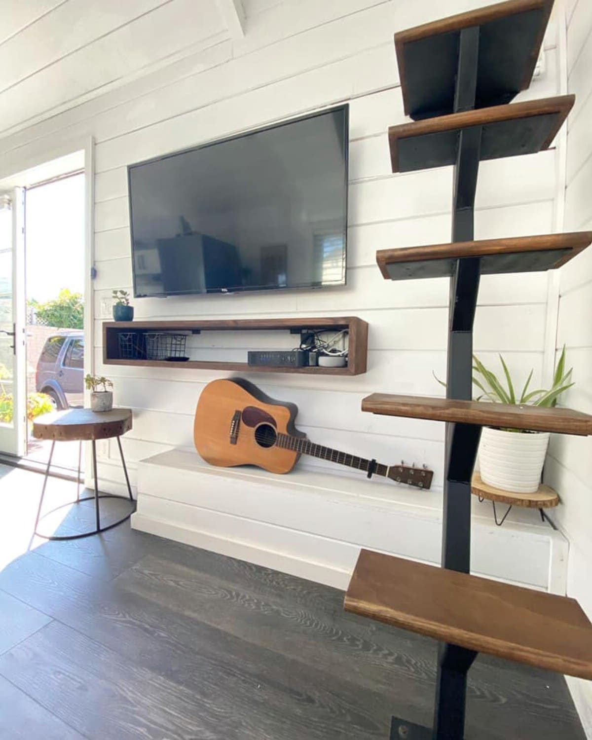Wall mounted TV by hanging shelf