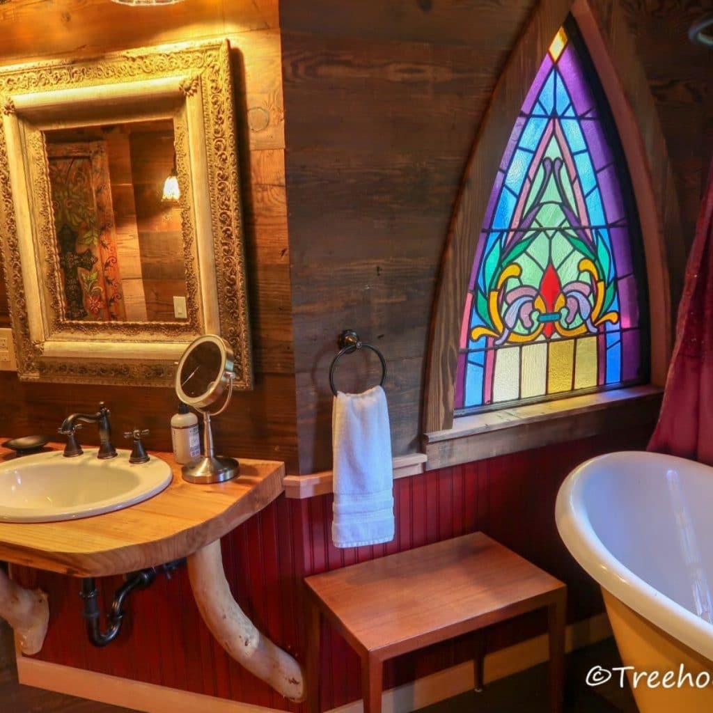 Vanity of treehouse