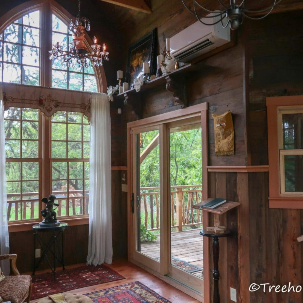 Picture windows in chapelle treehouse