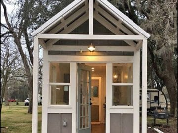 Cottage farmhouse porch