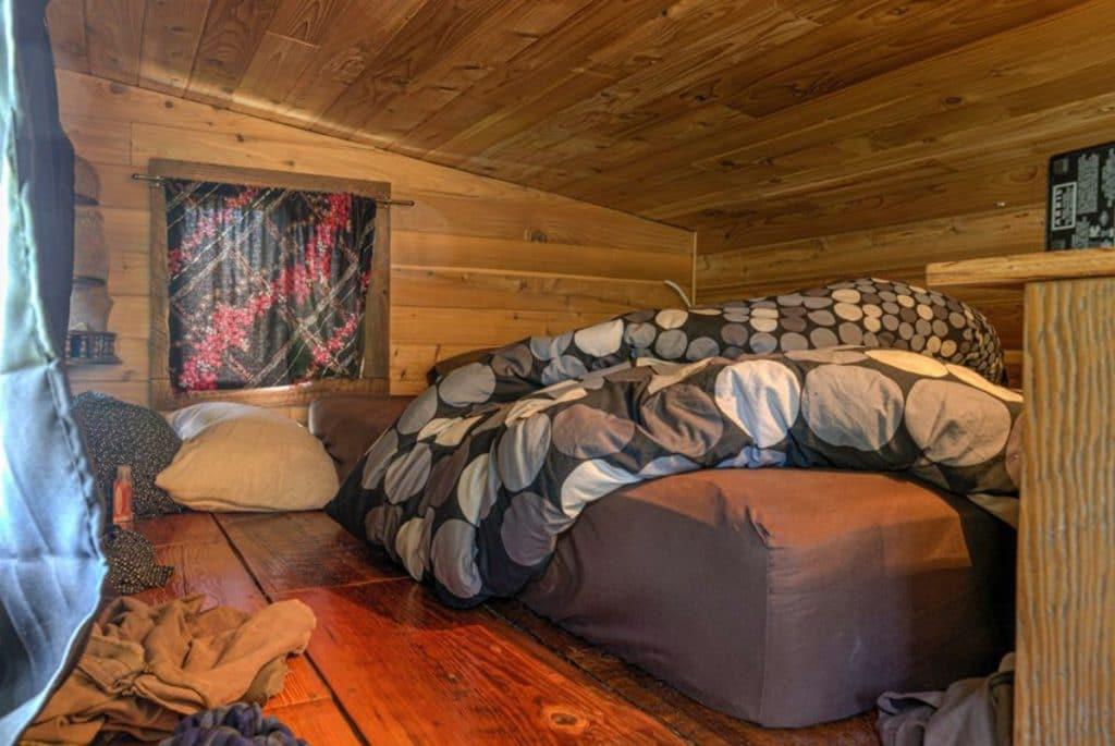 Iron Eagle bedroom