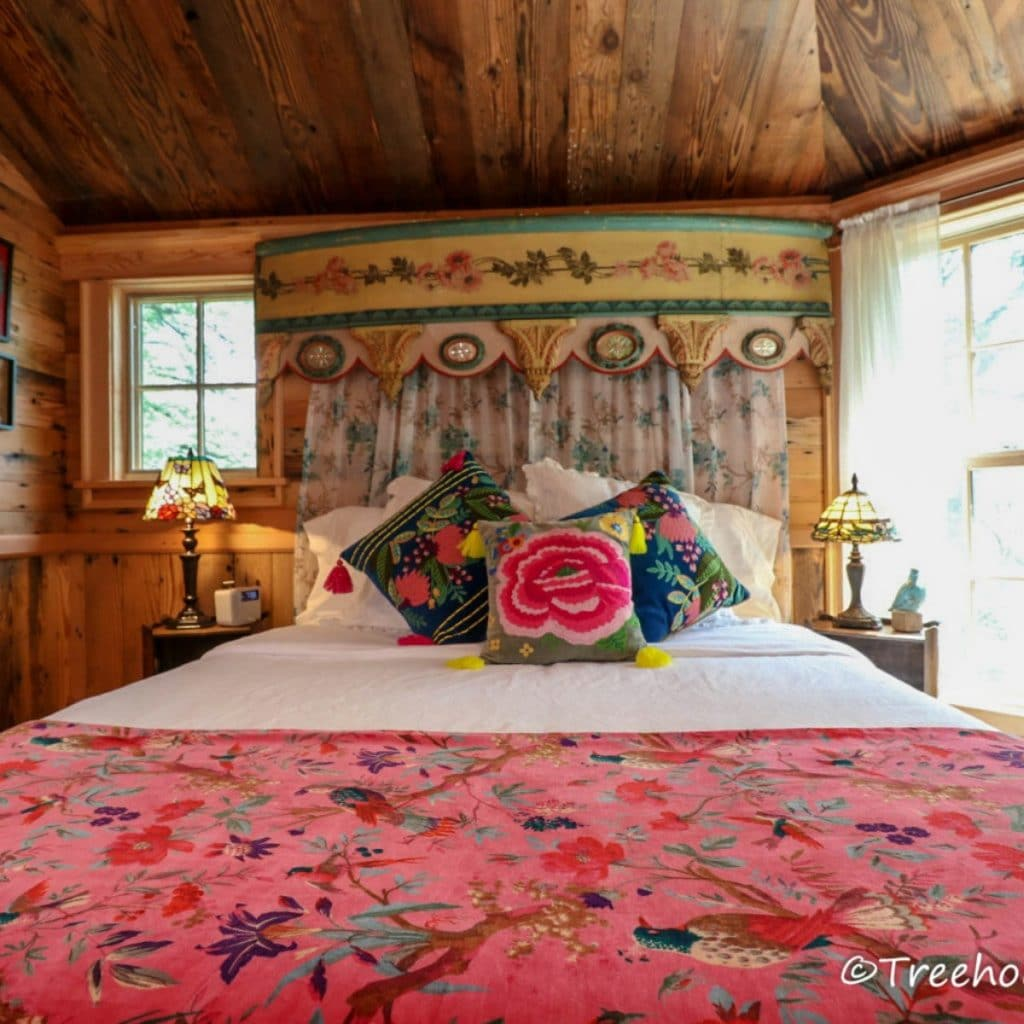 Bed in Carousel with pink floral bedspread